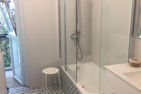 שירותים + אמבטיה