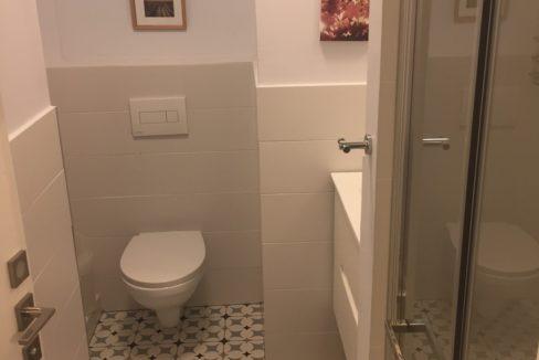 שירותים + מקלחת