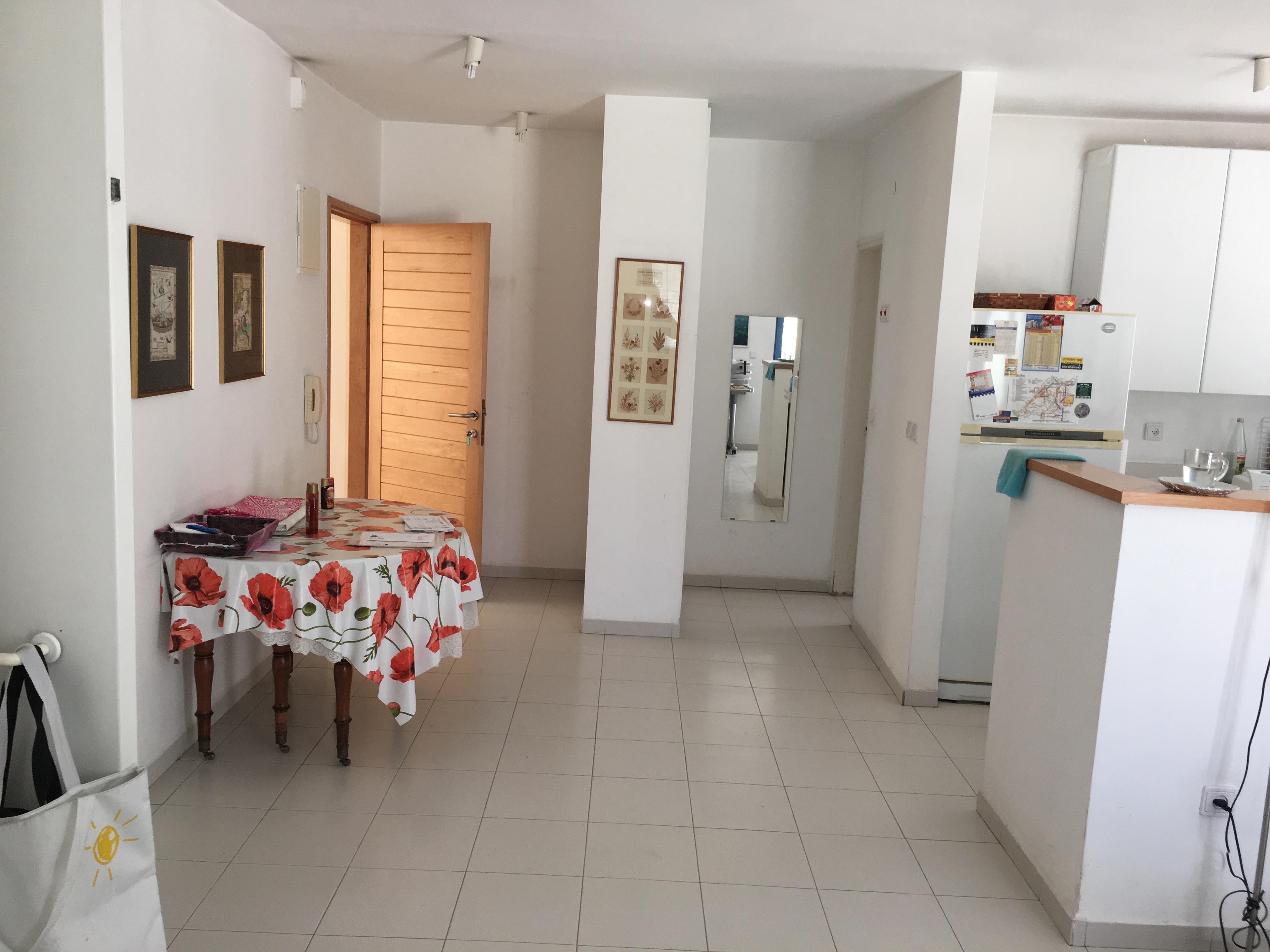 2 rooms for rent in Old Katamon – Aba Hilkiyah street